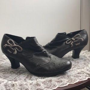 Pesaro gray heeled Boho booties with side Bow sz 9